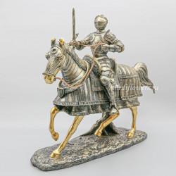 Фигурка рыцарь на коне с мечом