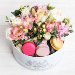 "Стандарт-коробка с цветами и макарони ""Штрудель"""