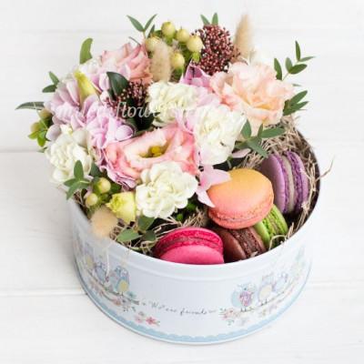 """Мини-коробка с цветами и макарони """"Штрудель"""""""