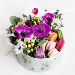 """Стандарт-коробка с цветами и макарони """"Капкейк"""""""