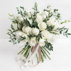Монобукет из 25 роз Proud и эвкалипта